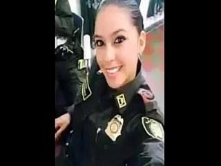 Video casero de mujer policia